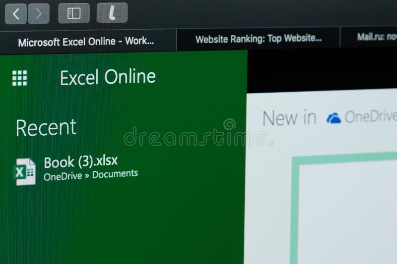 Erstellen des Microsoft Excel-Dokuments lizenzfreie stockfotos