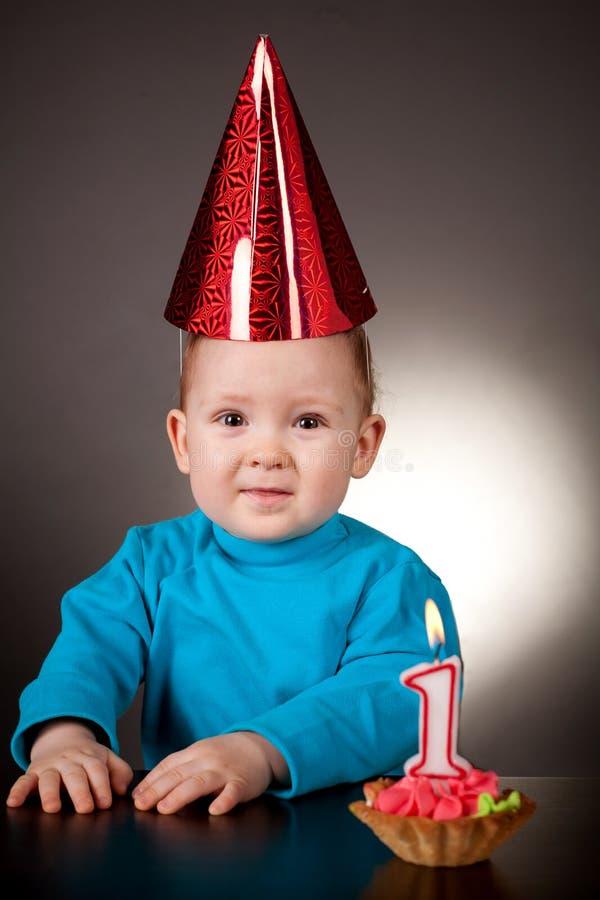 Erster Geburtstag des kleinen Jungen lizenzfreies stockbild