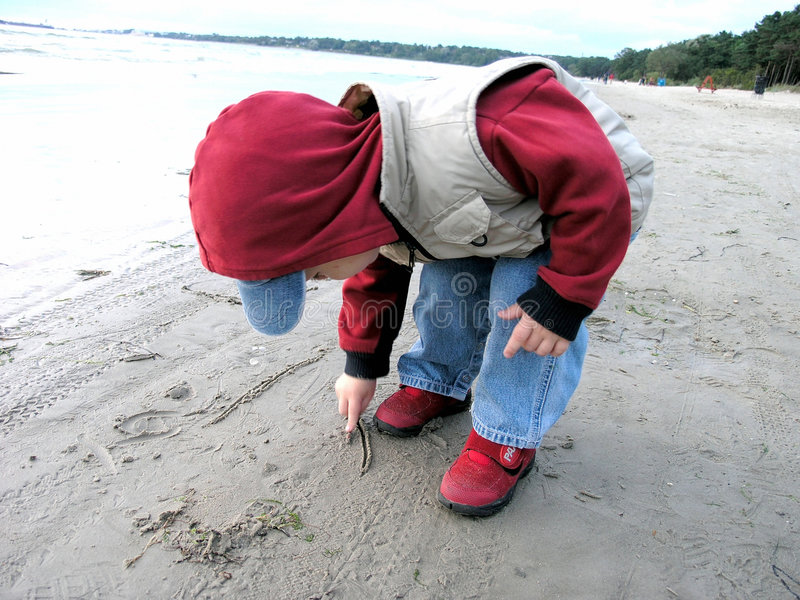 Download Erstes Zeichen überhaupt stockbild. Bild von junge, sand - 33977