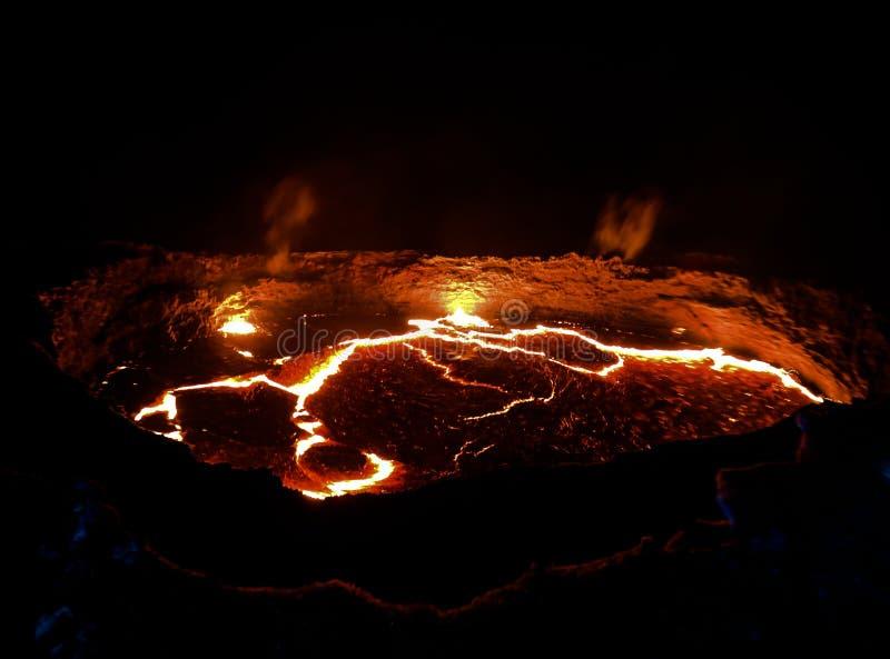 Erta强麦酒火山火山口,熔化的熔岩, Danakil消沉,埃塞俄比亚 库存照片
