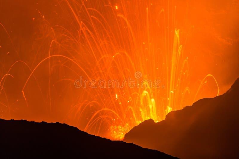Erupção de Volcano Yasur, Vanuatu fotos de stock royalty free
