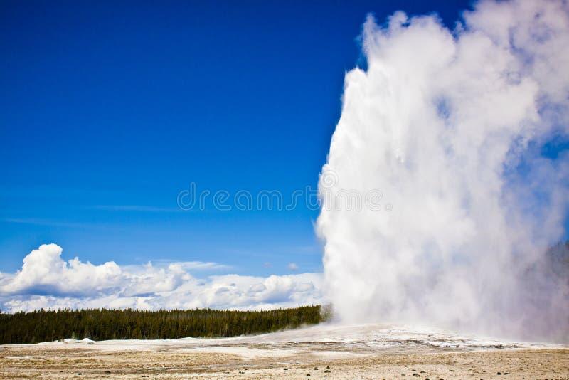 Erupção do geyser foto de stock