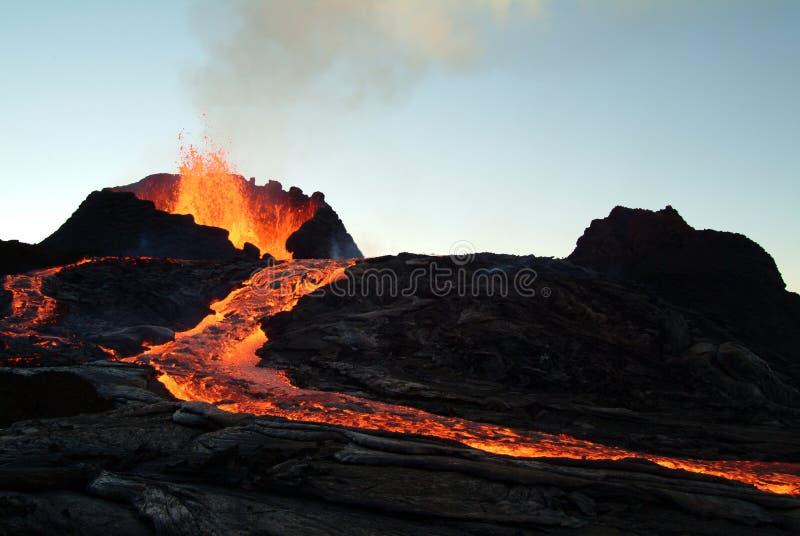 Erupção do vulcão foto de stock