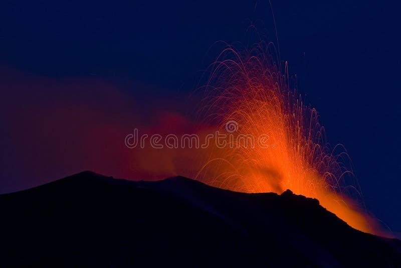 Erupção vulcânica fotos de stock royalty free