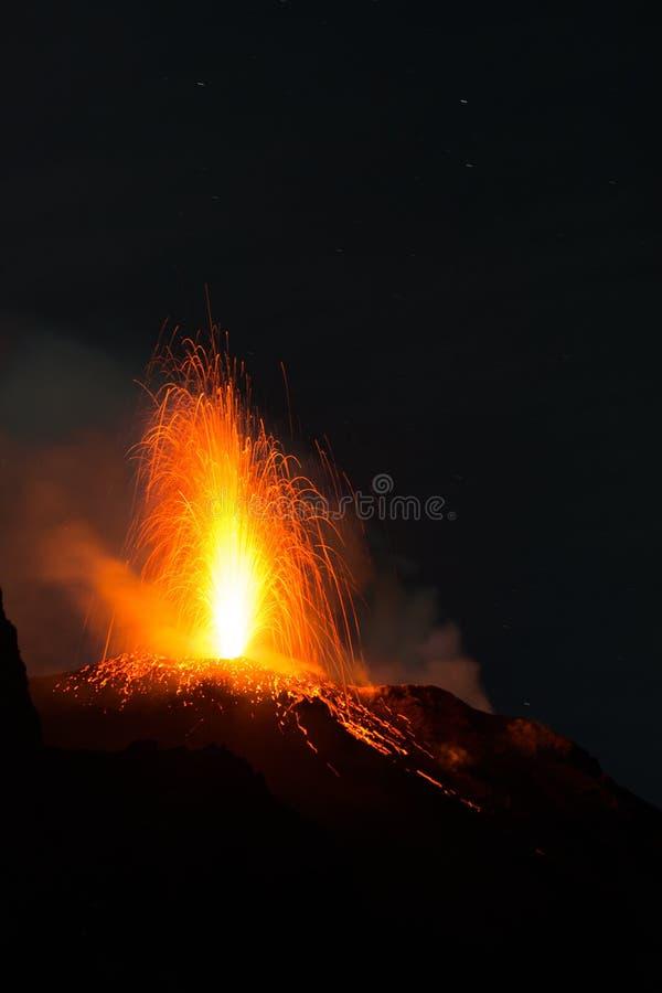 Erupción de Stromboli imágenes de archivo libres de regalías