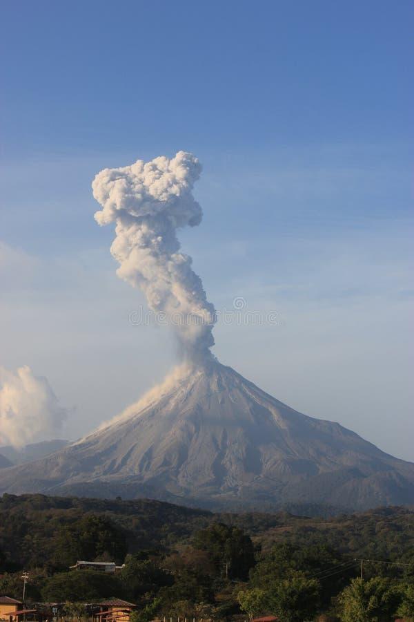 Erupción de Volcan foto de archivo