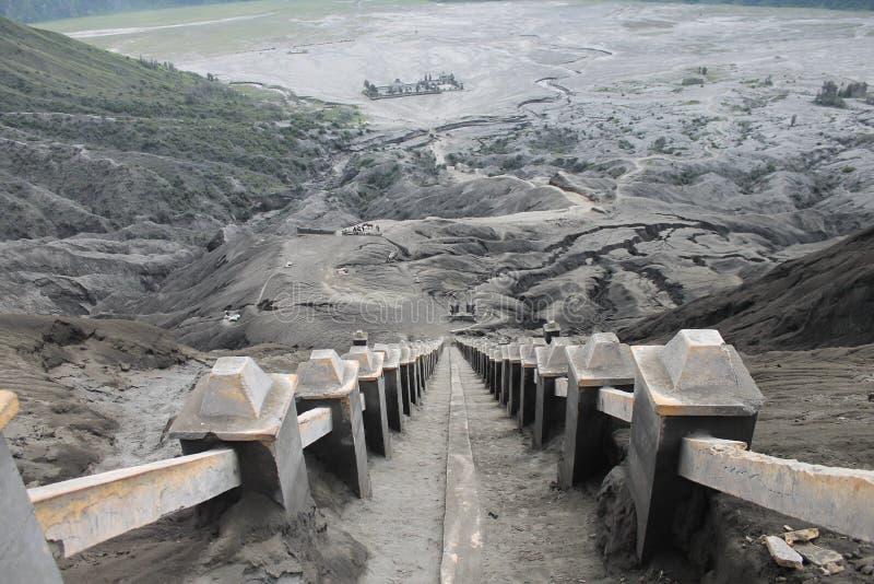 Erupción de Volcano Step Cratere Mount Bromo, Java Indonesia del este fotografía de archivo libre de regalías