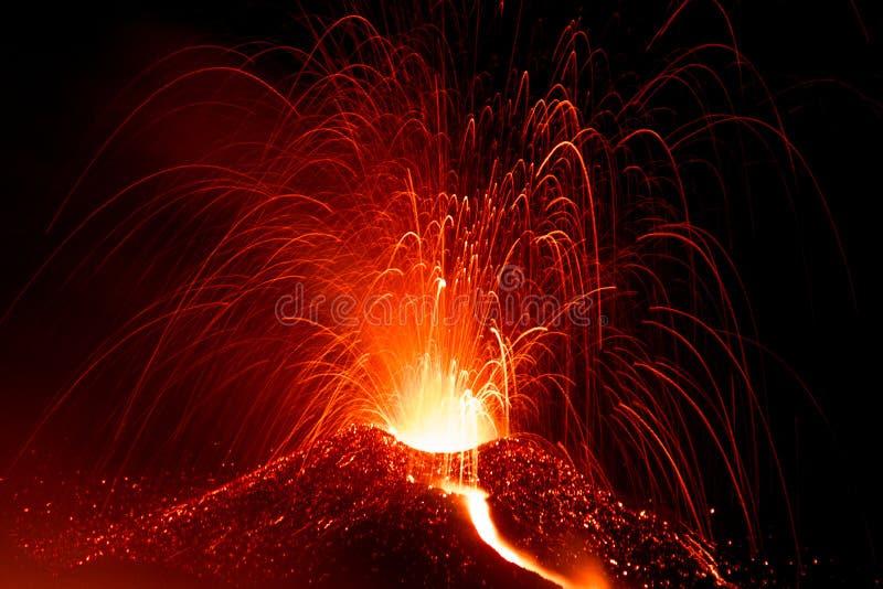 Download Erupción Del Volcán El Etna En Sicilia Imagen de archivo - Imagen de erupción, sicilia: 44857547