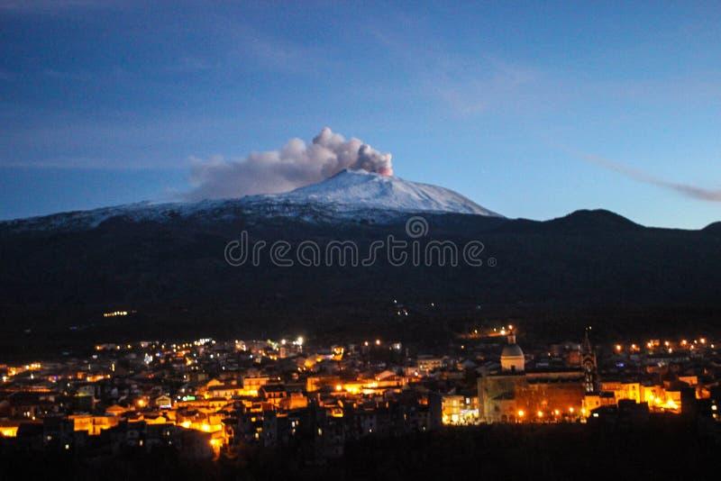 Erupción del vulcano el Etna imagen de archivo libre de regalías