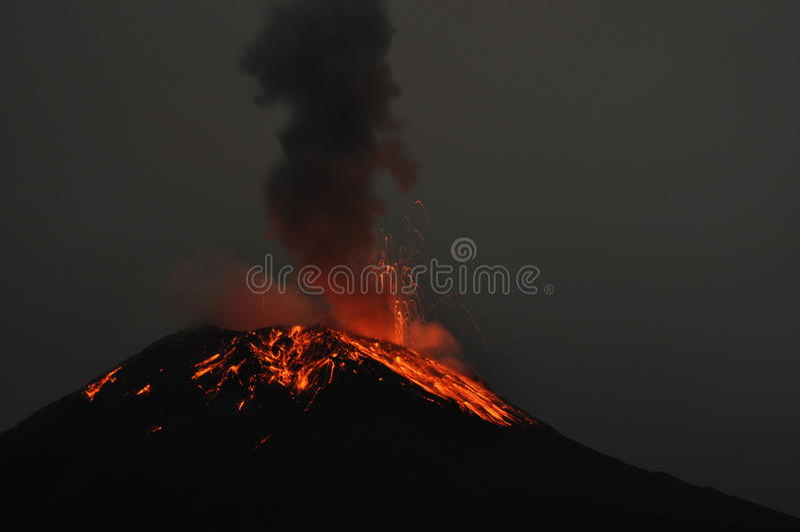 Erupcja wulkan Tungurahua zdjęcie stock