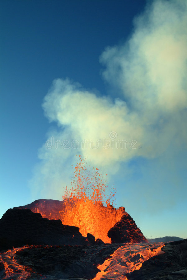 erupcja wulkanu obraz royalty free