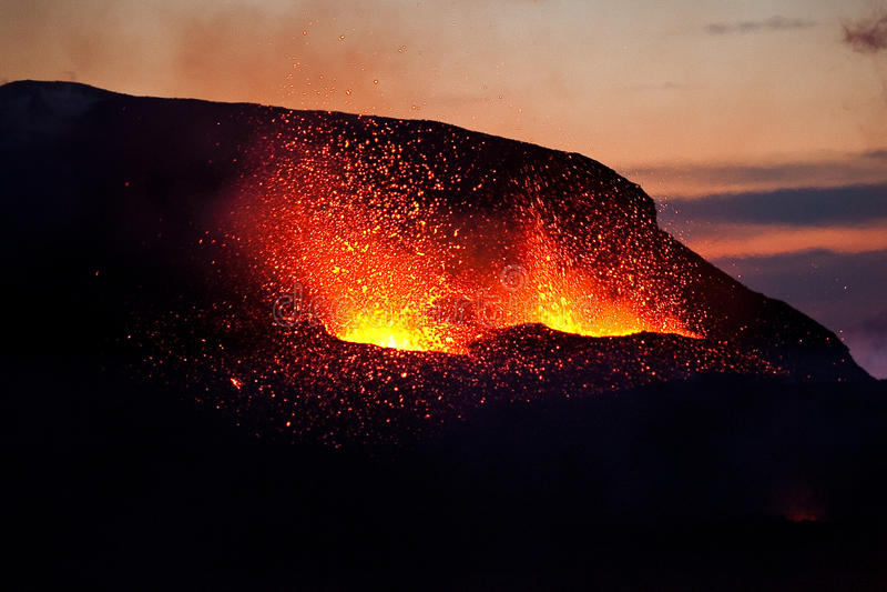 Eruption auf Fimmvorduhals, Süd-Island lizenzfreie stockfotos
