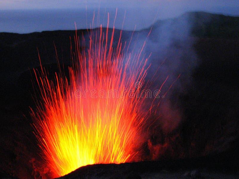 Eruption am Vulkan Mt Yasur, Vanuatu lizenzfreie stockfotos