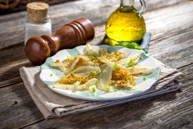 Erva-doce cozida com Parmesão foto de stock