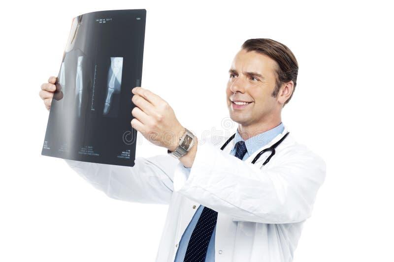 Ervaren orthopedische chirurg royalty-vrije stock fotografie