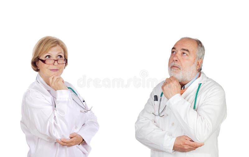 Ervaren team van artsen het denken stock afbeeldingen