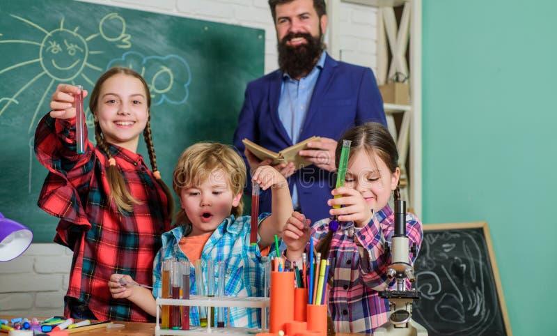 Ervaring en kennis Praktische kennis Basiskennis Bestudeer hard Meetbare resultaten Kinderverzorging en royalty-vrije stock foto