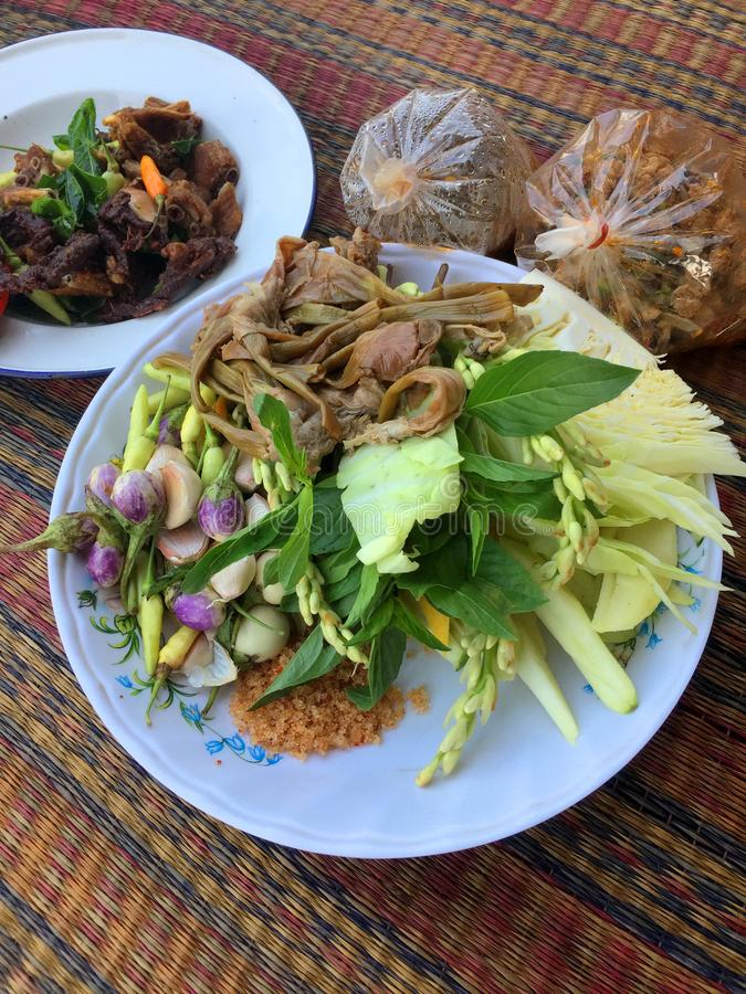Ervas e vegetais tailandeses como pratos laterais imagens de stock royalty free