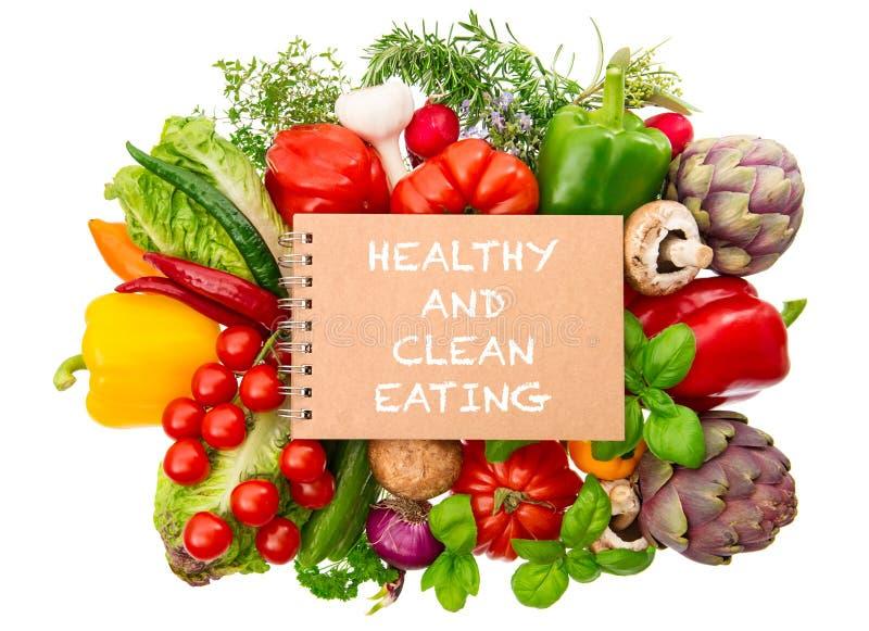 Ervas orgânicas frescas dos vegetais do caderno Comer limpo saudável fotografia de stock
