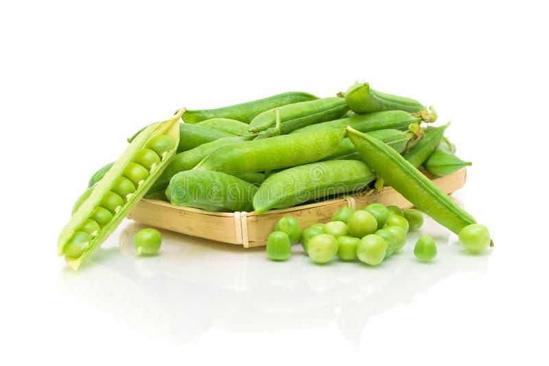 Download Ervilhas Verdes Em Um Fundo Branco Foto de Stock - Imagem de orgânico, vitamina: 29848276