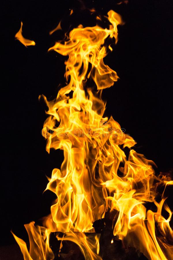 Erwärmungsfeuer in der Kampagne lizenzfreie stockbilder