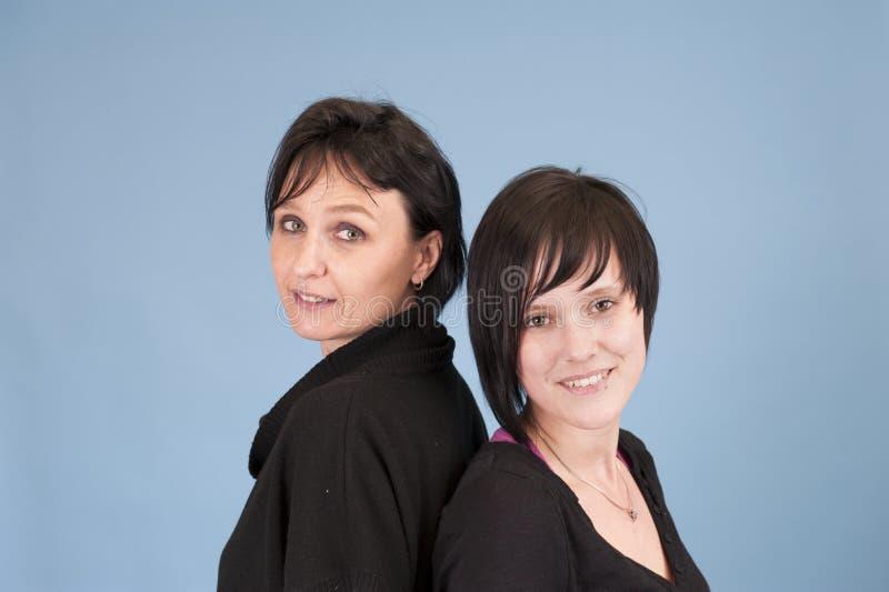 Erwachsene Schwestern stockfotos