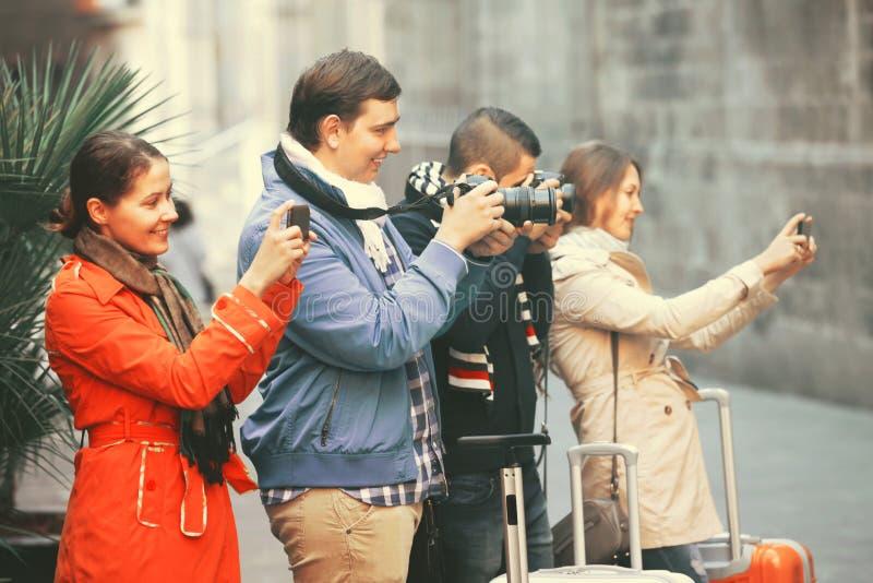 Erwachsene Touristen, die photoes nehmen stockfoto