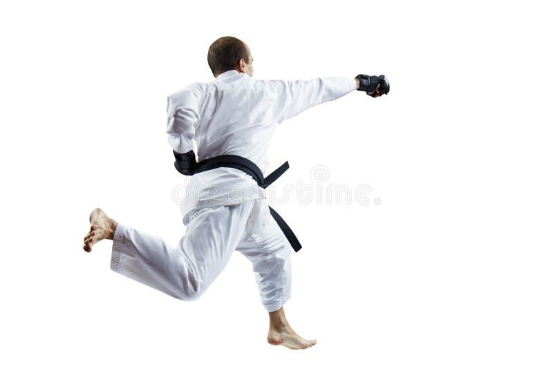 Erwachsener Athlet schlägt mit einer Hand in einem Sprung gegen einen weißen lokalisierten Hintergrund stockbilder