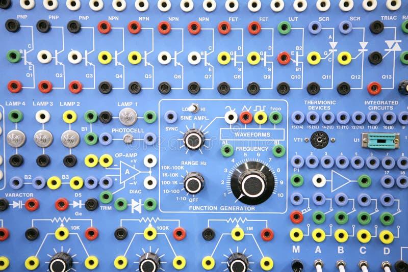 Erwachsener Ed - Elektronik-Systems-Labor lizenzfreies stockbild