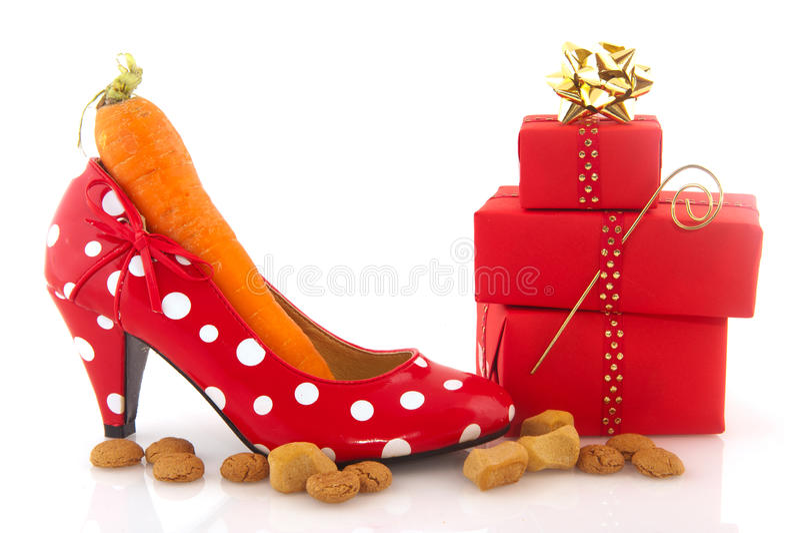 Erwachsener Schuh mit Karotte lizenzfreie stockfotos
