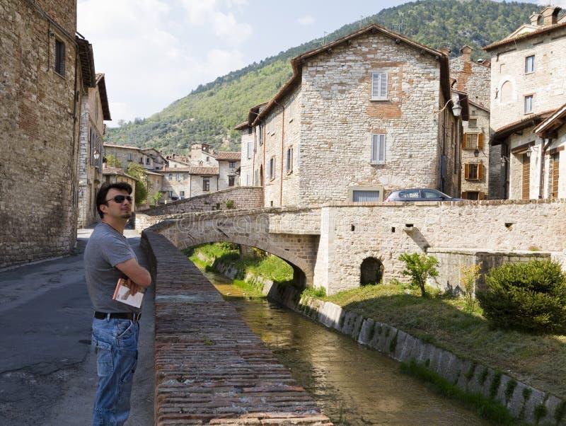 Erwachsener Tourist in historischer Toskana und in Umbrien, Ital stockfotos