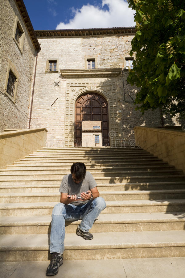 Erwachsener Tourist in historischer Toskana und in Umbrien, Ital lizenzfreies stockbild