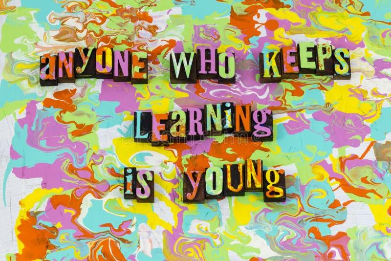Erwachsenes Lernen- Ausbildungsanreizjunge lizenzfreies stockfoto