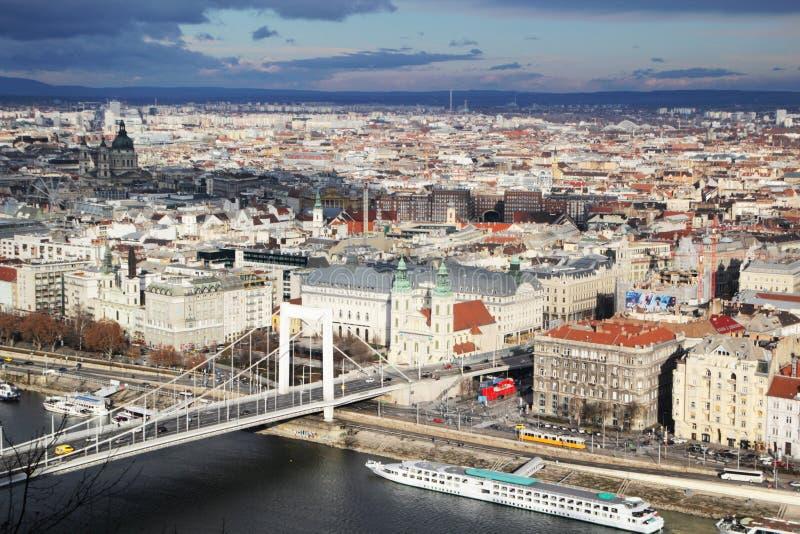Erzsebet przerzuca most, widok od Gellert wzgórza, Budapest, Węgry zdjęcie stock