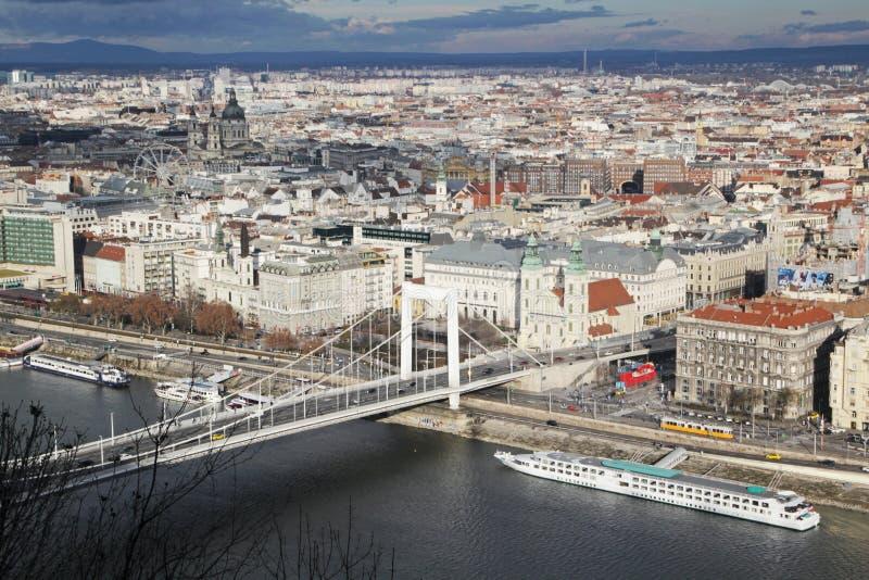 Erzsebet przerzuca most, widok od Gellert wzgórza, Budapest, Węgry obraz stock