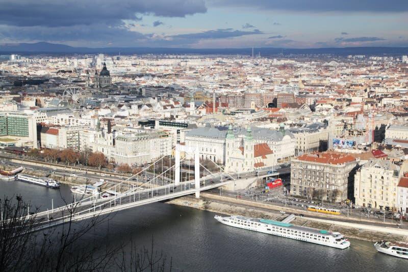 Erzsebet przerzuca most, widok od Gellert wzgórza, Budapest, Węgry obrazy royalty free