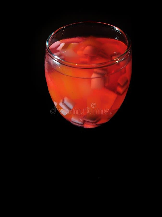 Es Campur koktajlu l?d - Galaretowy nap?j - Lukrowy deser robi? mieszana galareta i truskawkowy syrop zdjęcie royalty free