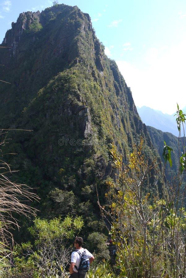 Es gibt die Berge, zum auf Ihrer Reise zu klettern lizenzfreies stockfoto