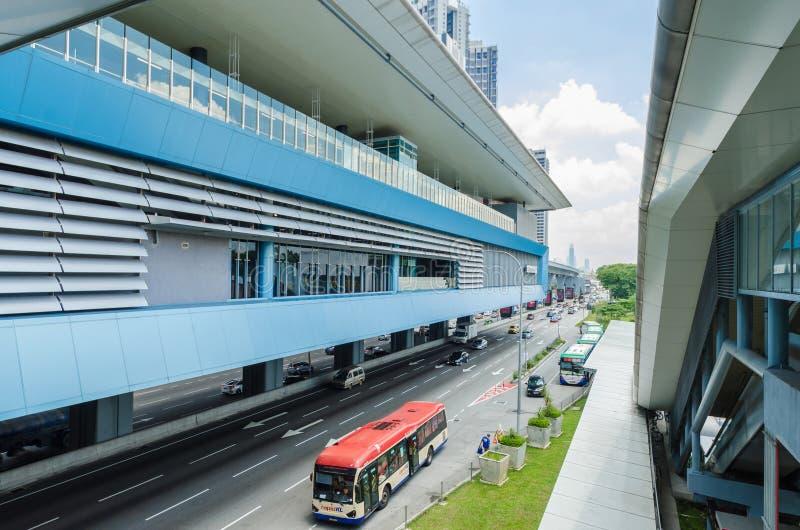 Es gibt einige Verbindungsbr?cken anschlie?t das Cheras-Freizeitmall und Eko Cheras-Mall direkt an die Station MRT Taman Mutiara lizenzfreie stockfotografie