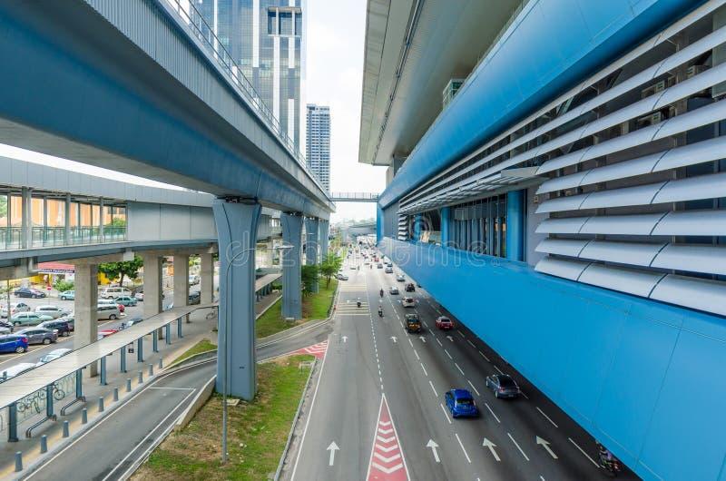Es gibt einige Verbindungsbr?cken anschlie?t das Cheras-Freizeitmall und Eko Cheras-Mall direkt an die Station MRT Taman Mutiara stockfoto