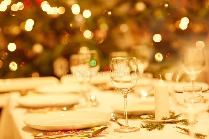 Es hora para la cena de la Navidad imagen de archivo