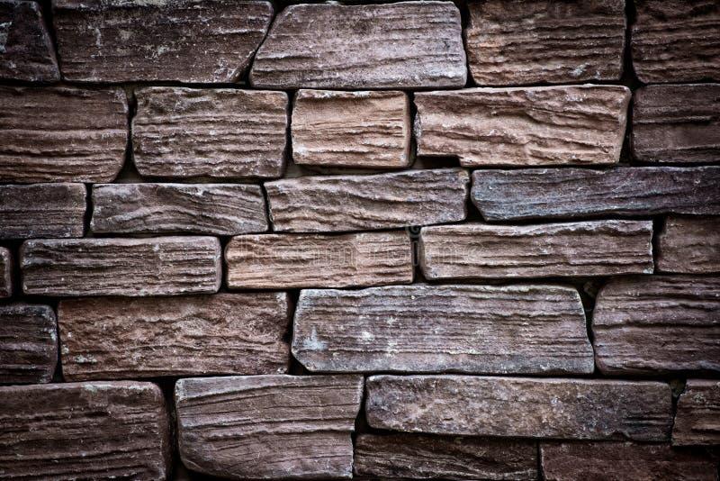 Es ist dunkelbraune Backsteinmauer für Muster lizenzfreie stockbilder
