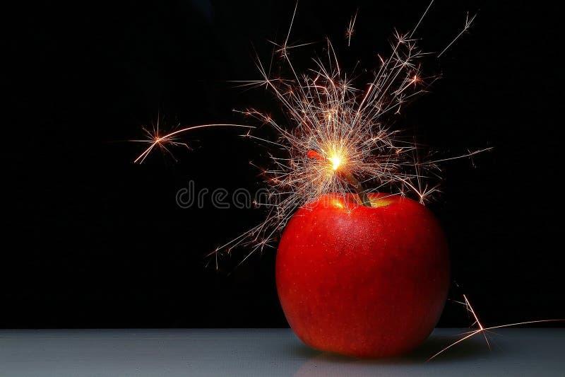 Es ist Zeit zur Countdownfeuer-Apfelbombe lizenzfreies stockbild