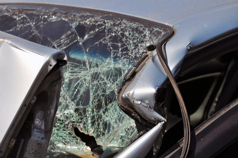 Es reparaci?n de cristal clara o accidente auto fotografía de archivo