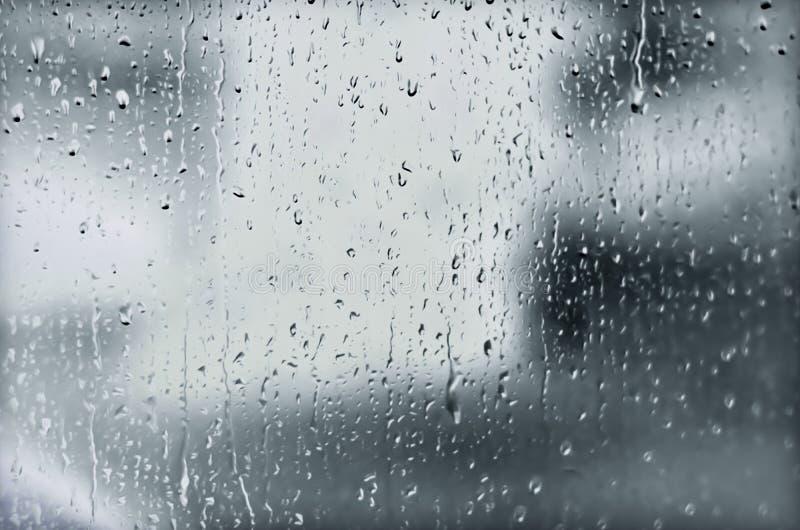 Es ` s, das in einem nassen Herbst regnet stockfotos