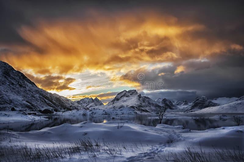 Es tiempo de la demostración Explotions de la aurora boreal foto de archivo libre de regalías