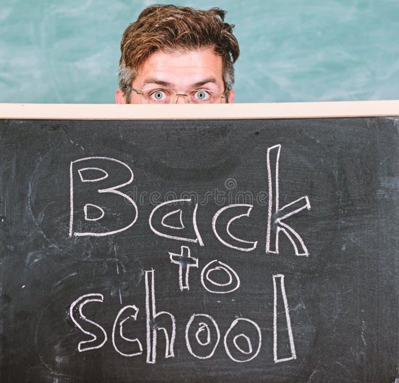 Es usted alista estudio Inscripci?n de las recepciones del profesor o del director de escuela de nuevo a escuela Educador que ocu foto de archivo