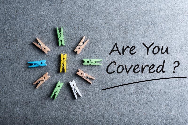 Es usted cubrió - el coche, el viaje, el hogar, la salud o el otro concepto del seguro de responsabilidad fotografía de archivo libre de regalías
