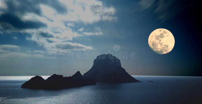Es Vedra z księżyc w pełni Ibiza fotografia stock