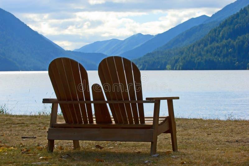 Esaminando il lago immagini stock libere da diritti